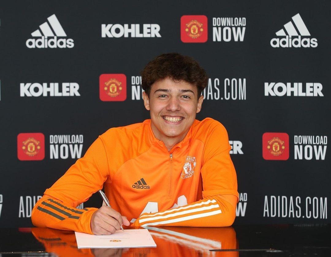 Marc Jurado signs first professional Manchester United contract - Bóng Đá