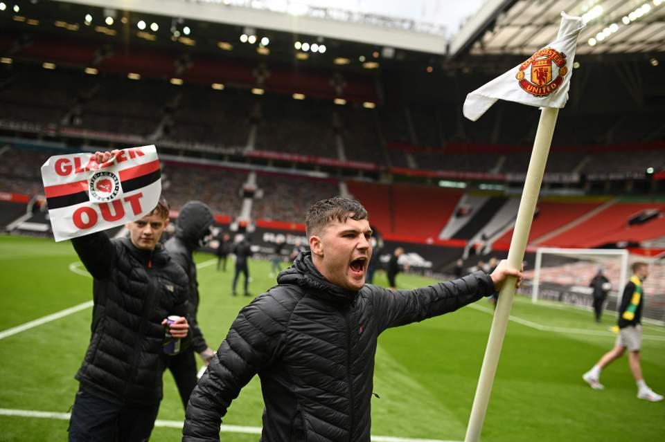 Old Trafford thất thủ hoàn toàn - Bóng Đá