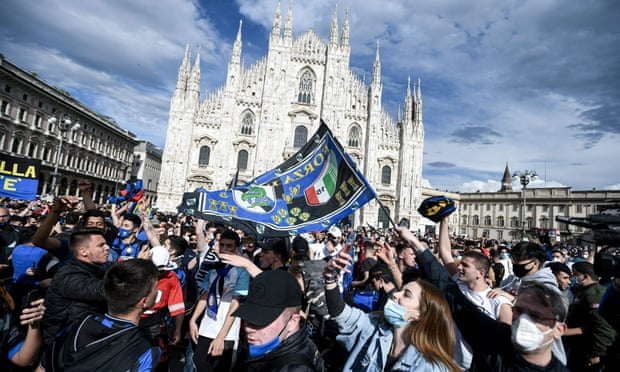 CĐV Inter Milan đổ ra đường ăn mừng chức vô địch lịch sử - Bóng Đá