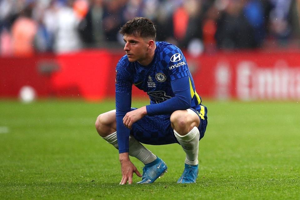 Thất bại cay đắng, toàn đội Chelsea đổ gục xuống sân - Bóng Đá