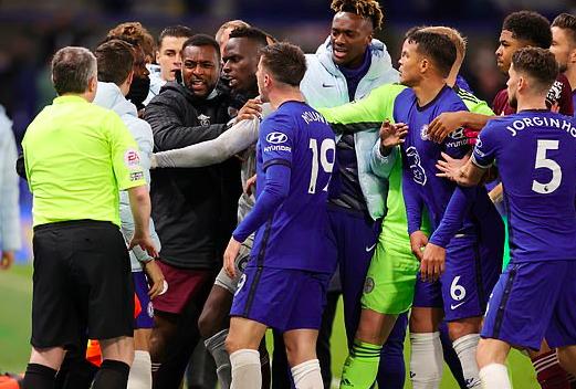 Rõ khả năng Chelsea bị trừ điểm ở Premier League - Bóng Đá