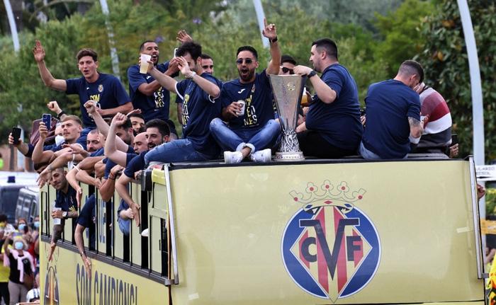 Hạ M.U, Villarreal diễu hành ăn mừng ngôi vương hoành tráng - Bóng Đá