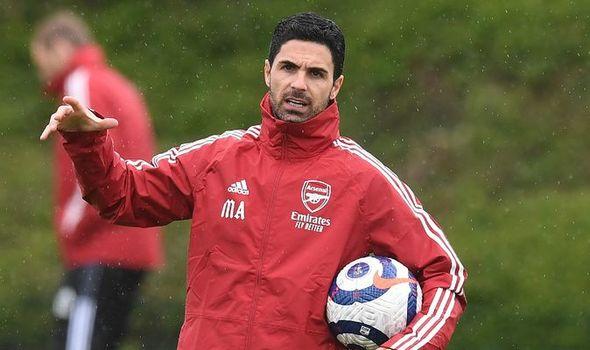 """CHÍNH THỨC! Arsenal chia tay 4 cầu thủ, sắp """"tống khứ"""" 8 cái tên khác"""