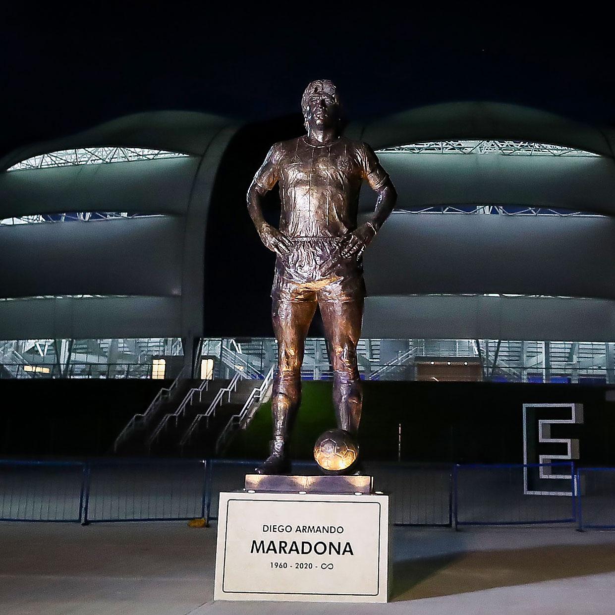 Messi nghẹn ngào trong ngày tri ân Diego Maradona - Bóng Đá