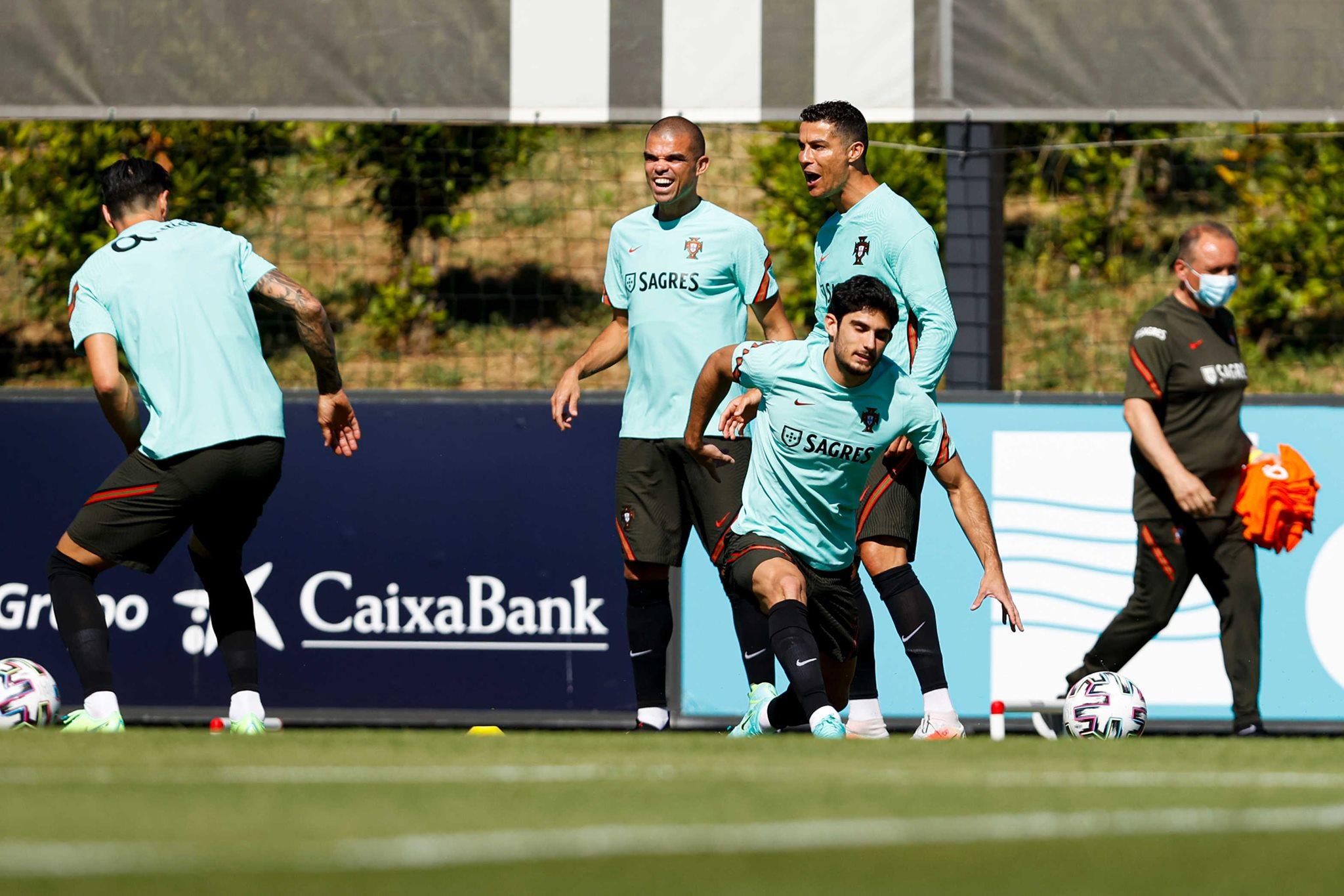 Ronaldo sung sức, Bồ Đào Nha sẵn sàng chinh phục EURO - Bóng Đá