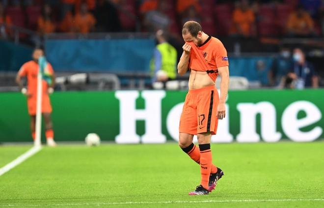 Cựu sao M.U bật khóc khi rời sân, lịch sử EURO xuất hiện điều chưa từng xảy ra - Bóng Đá
