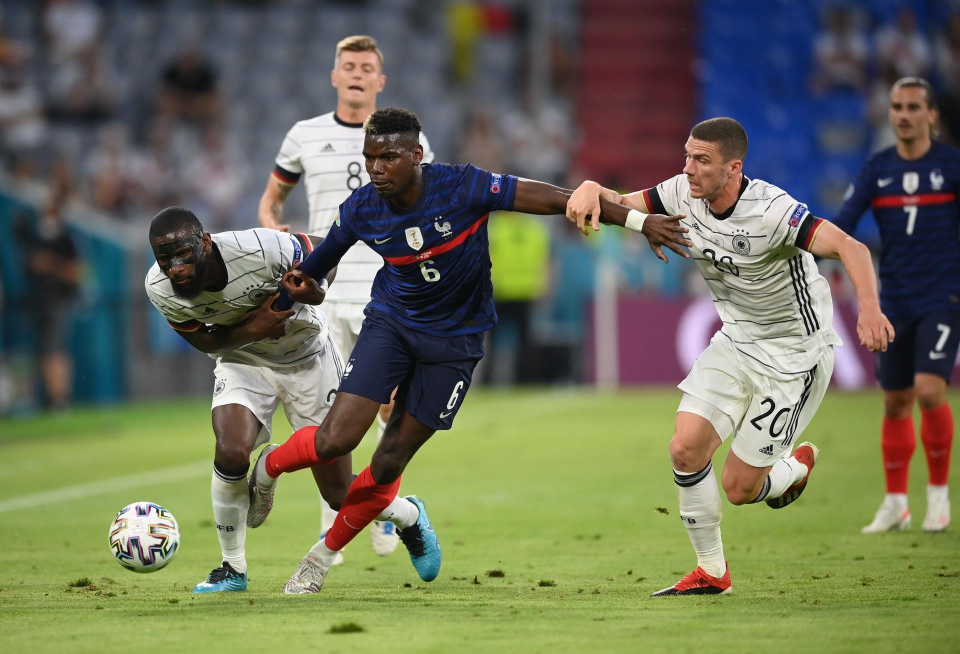 Học theo Ronaldo, Pogba khiến  - Bóng Đá