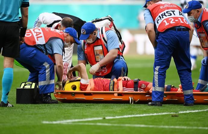 Russia defender Mario Fernandes taken to hospital after suspected spinal injury - Bóng Đá