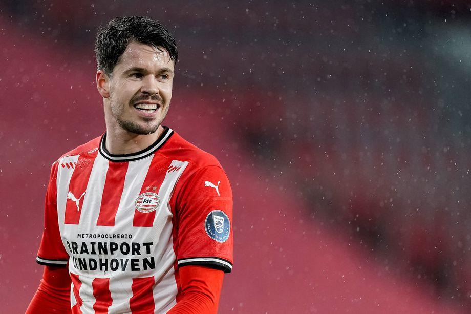 PSV Eindhoven sign Chelsea midfielder Marco van Ginkel - Bóng Đá