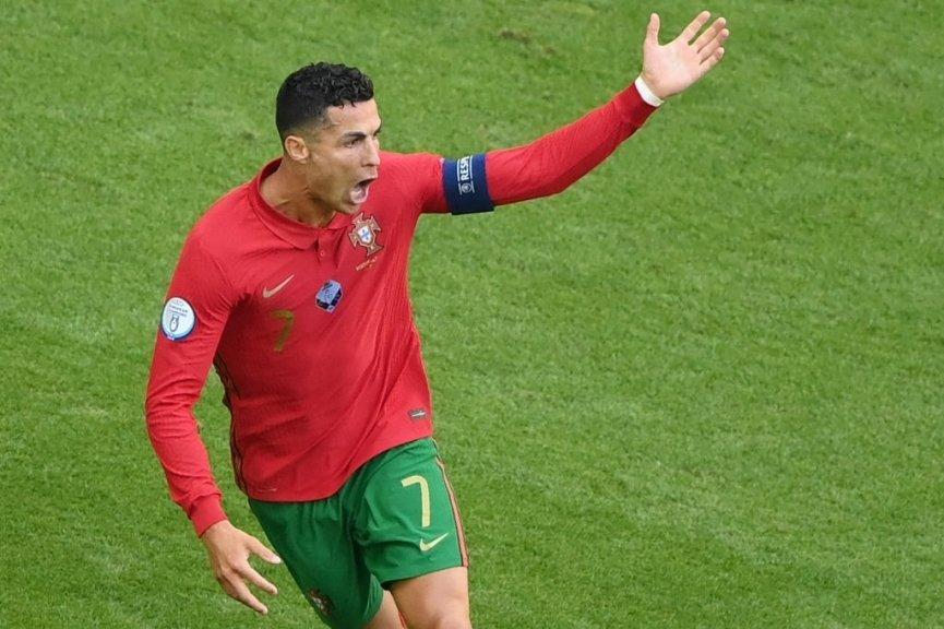 Sút tung lưới tuyển Đức, Ronaldo lập thêm cột mốc khủng - Bóng Đá