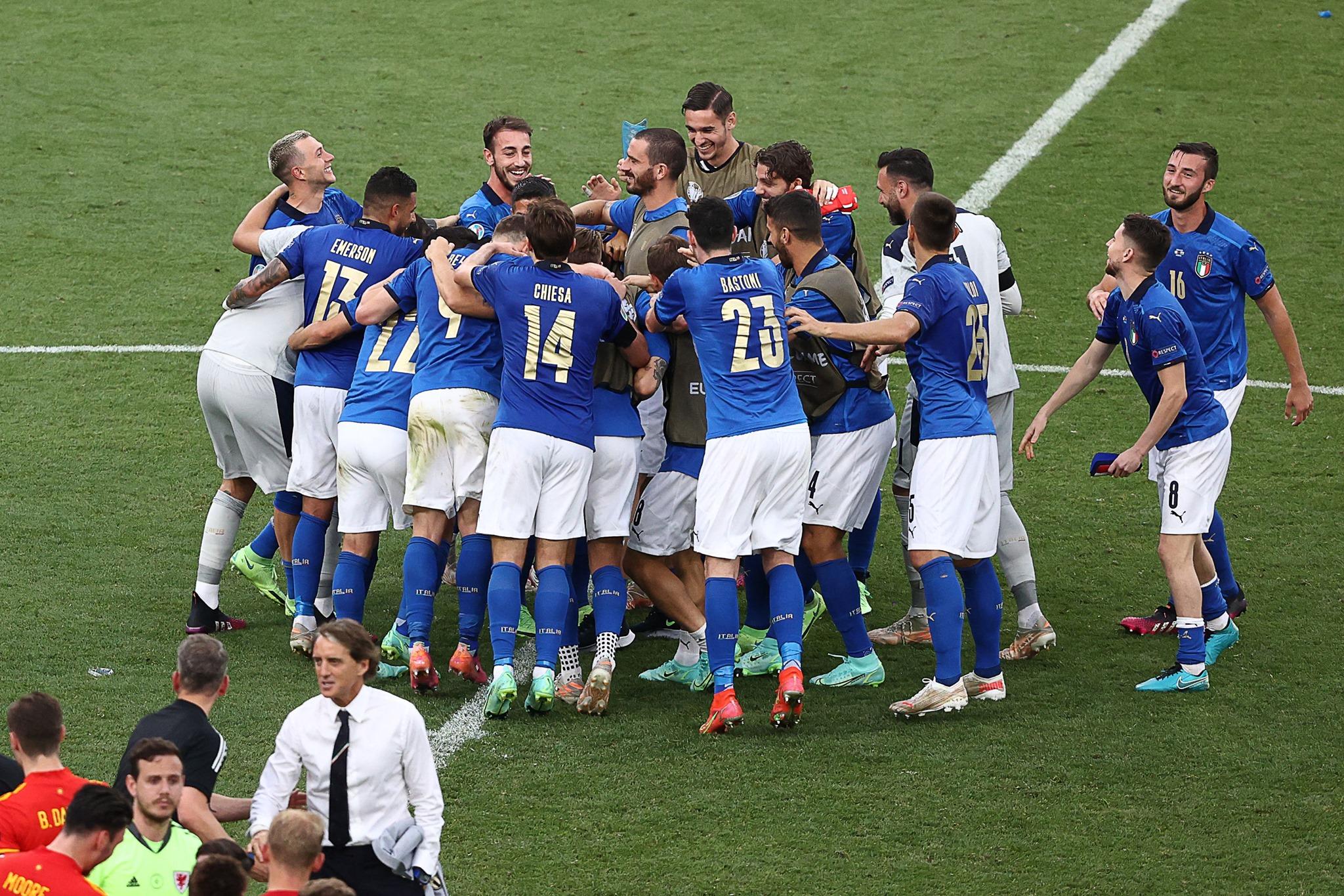 Azzurri và sự bùng nổ của thứ bóng đá mãn nhãn - Bóng Đá