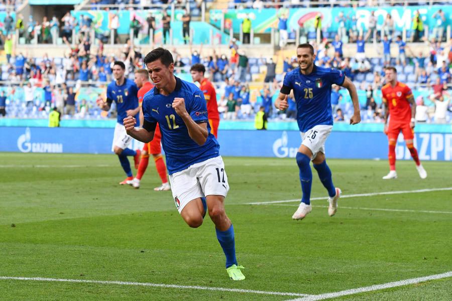 Cầu thủ xứ Wales đồng loạt ôm đầu sau pha hỏng ăn khó tin của Bale - Bóng Đá