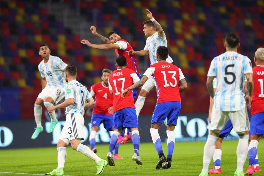 6 cầu thủ Chile bị cáo buộc dắt gái vào khách sạn - Bóng Đá