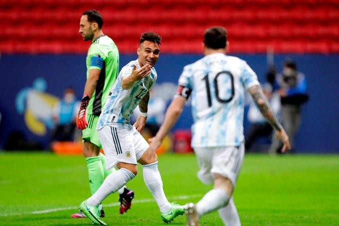Messi cũng phải ôm cảm ơn người hùng từng bị Arsenal hắt hủi - Bóng Đá