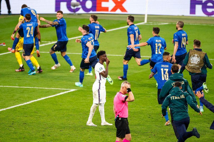 Bức ảnh lột tả hết cảm xúc trận chung kết EURO 2020 - Bóng Đá