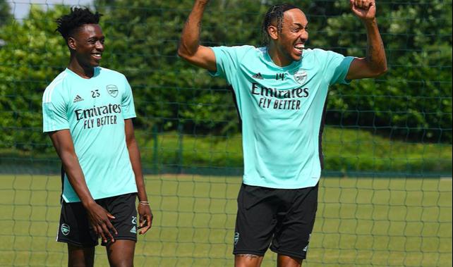 2 tân binh ghi dấu ấn trên sân tập Arsenal - Bóng Đá