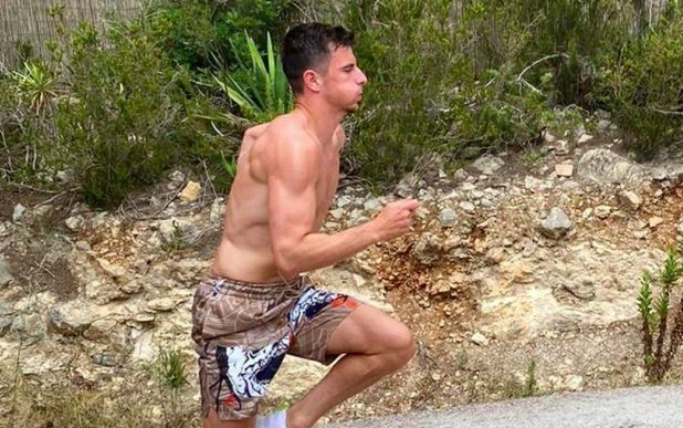 (Photo) Chelsea star Mason Mount shows off unbelievable body transformation in holiday workout snap - Bóng Đá