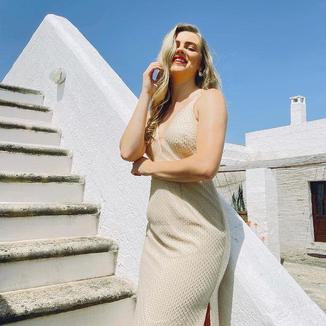 MC kiêm hoa hậu sexy của xứ Wales - Bóng Đá