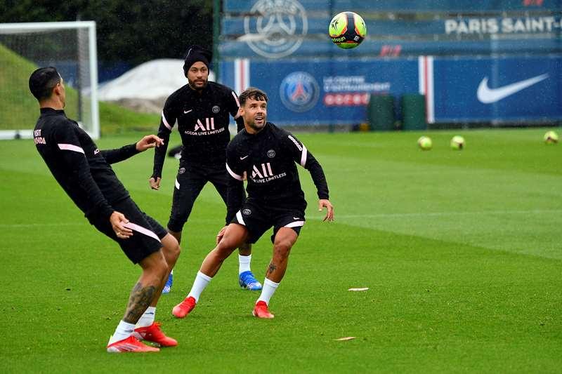 Thái độ của Neymar khi Messi gia nhập PSG - Bóng Đá