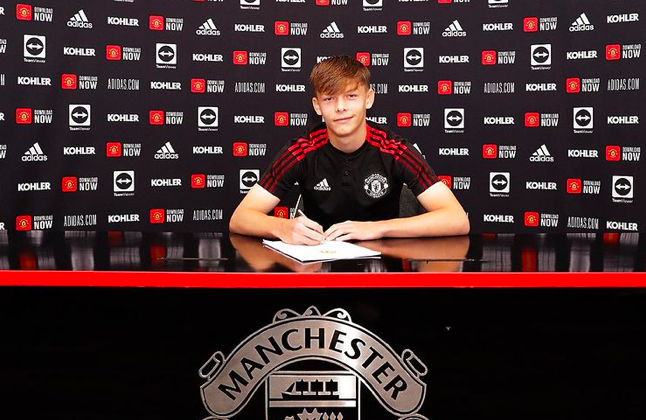 Sam Mather has signed his first professional contract at Manchester United. - Bóng Đá
