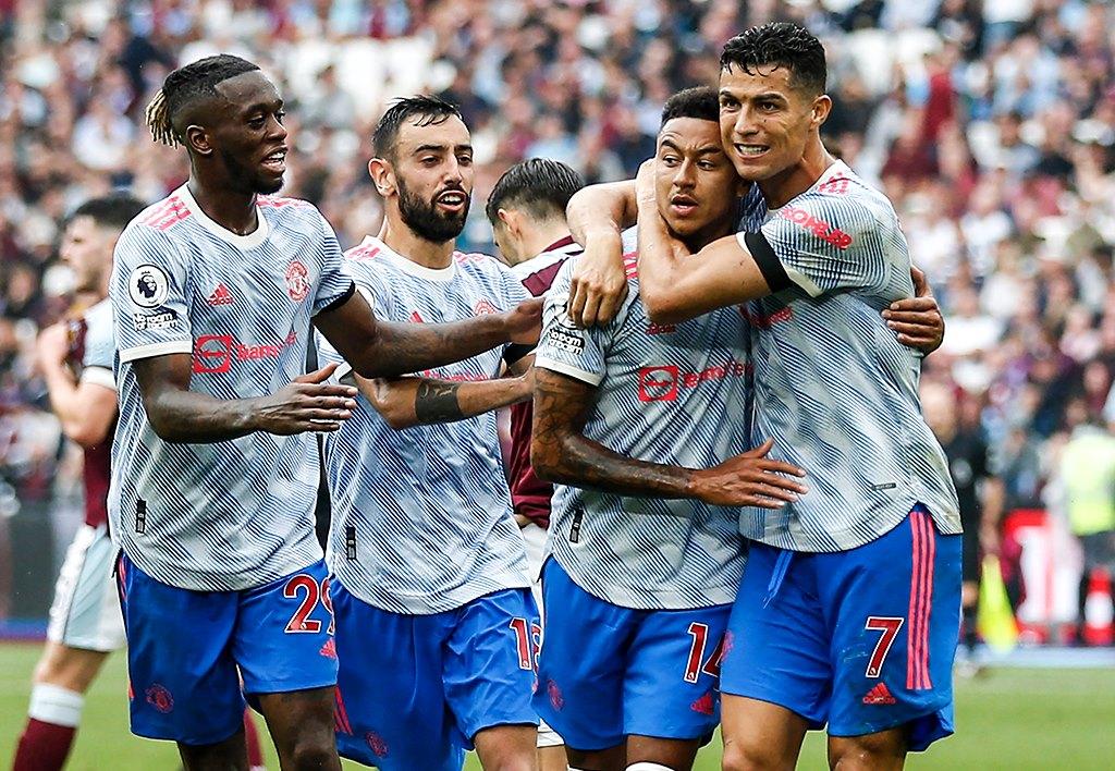 Ronaldo phản ứng ngỡ ngàng trước siêu phẩm của Lingard - Bóng Đá