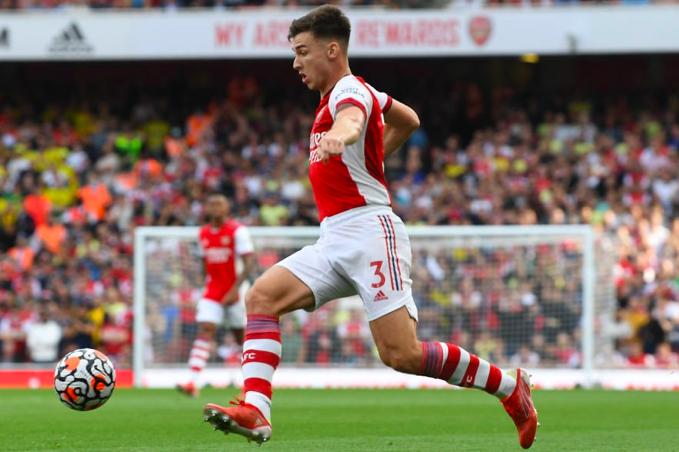 Paul Merson has said that Arsenal left-back Kieran Tierney never lets his team down. - Bóng Đá