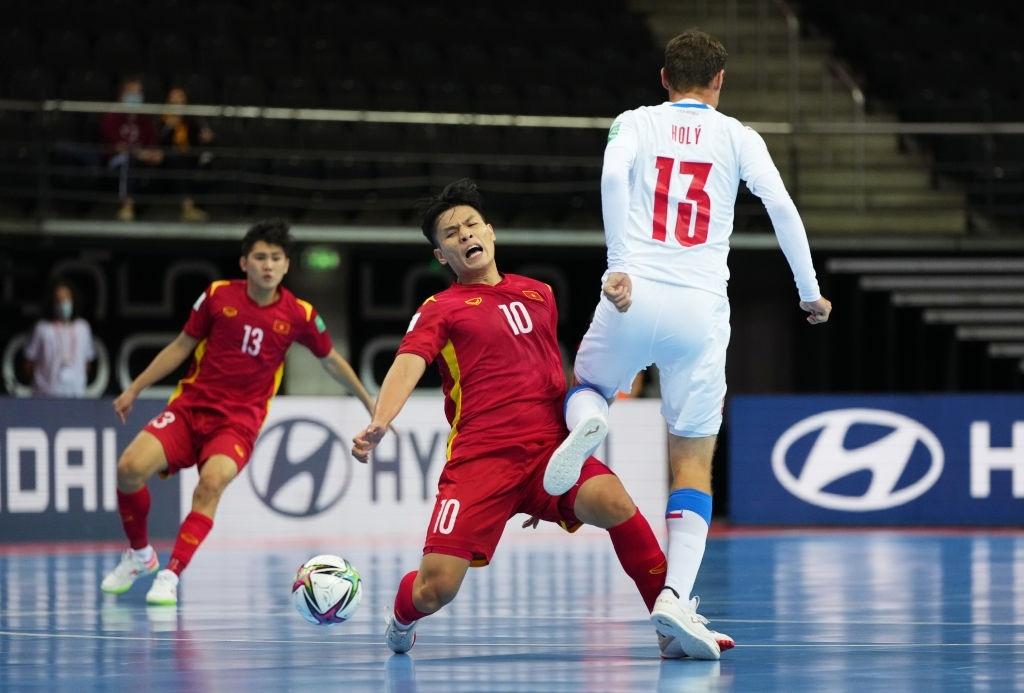 CHÍNH THỨC! Việt Nam xuất sắc giành vé vào vòng 1/8 Futsal World Cup - Bóng Đá