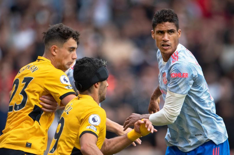 William Gallas explains why Man United's Raphael Varane is in 'a different class' to Ben White - Bóng Đá