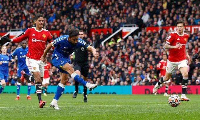 Solskjaer đang kéo lùi hàng thủ Man Utd - Bóng Đá
