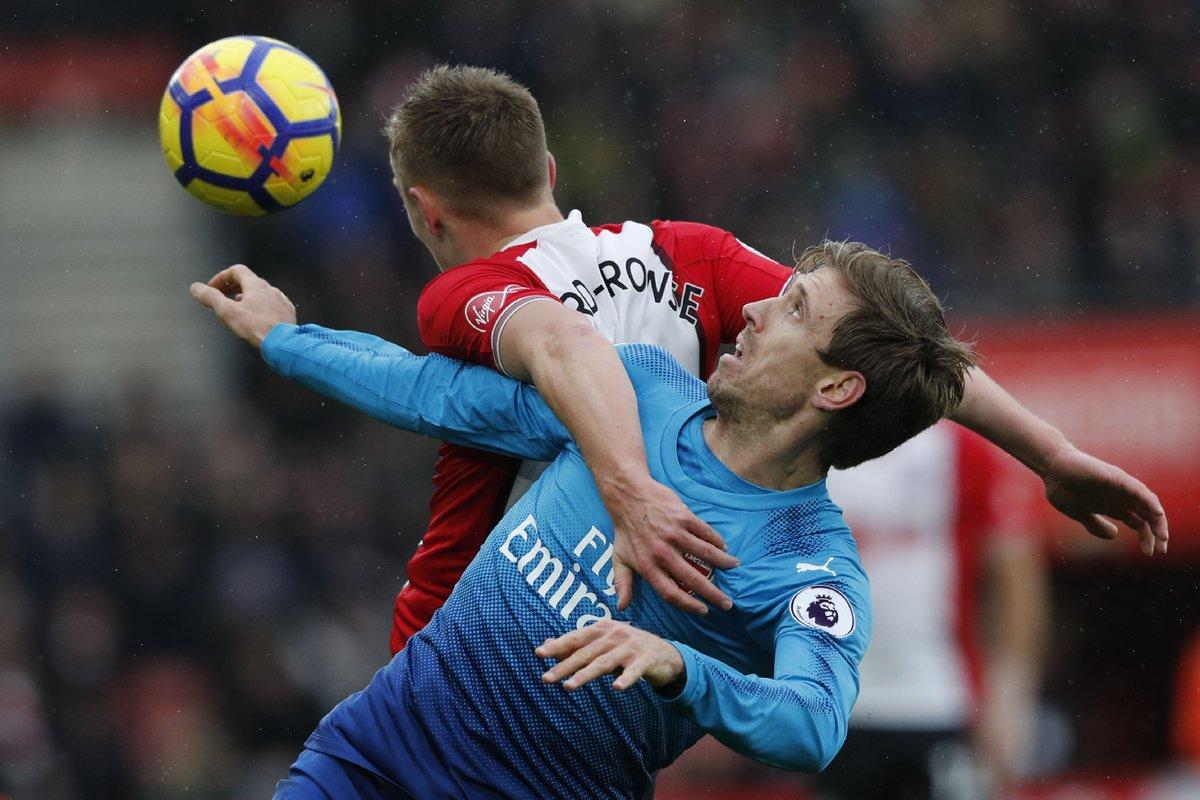 Giroud sắm vai người hùng, Arsenal thoát thua ngoạn mục - Bóng Đá