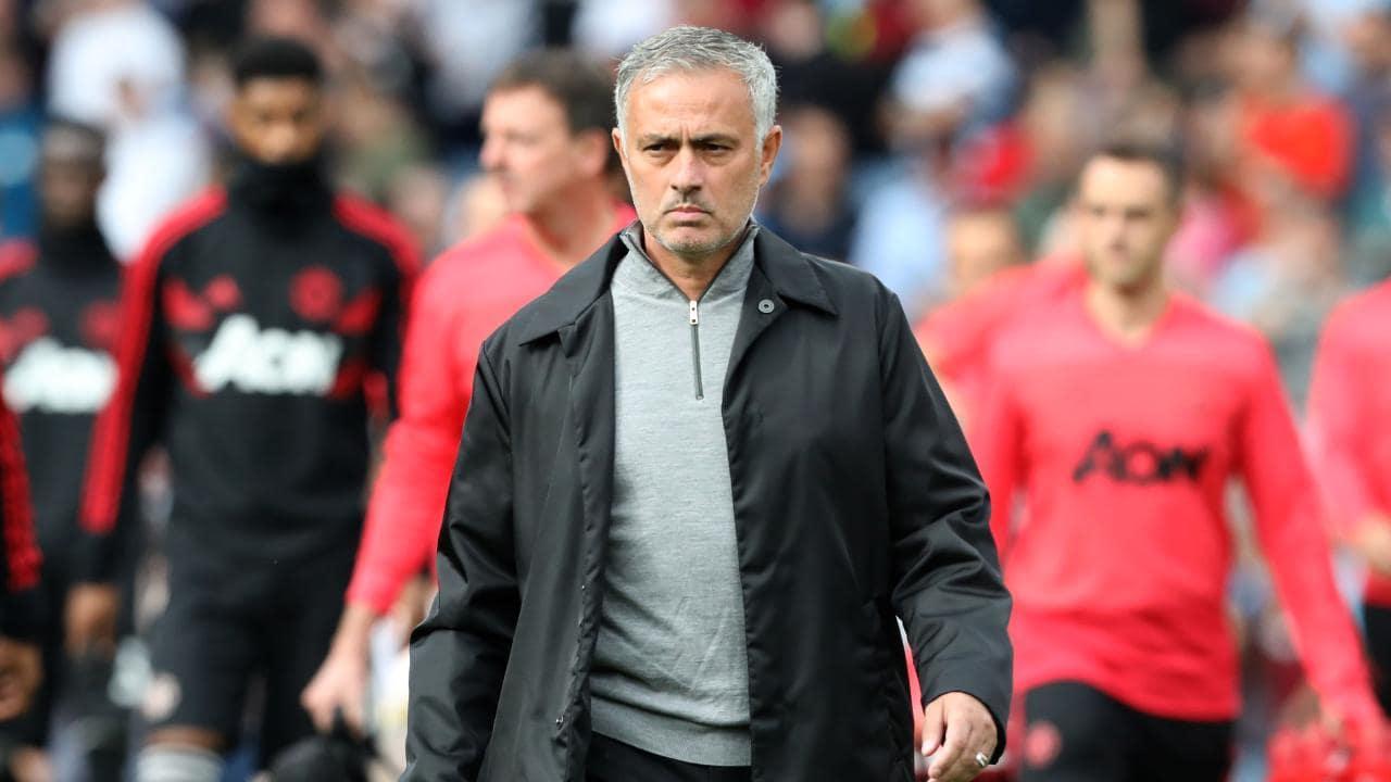 Đây, điều Mourinho làm trong giờ nghỉ giúp M.U chơi quật khởi trước Chelsea - Bóng Đá