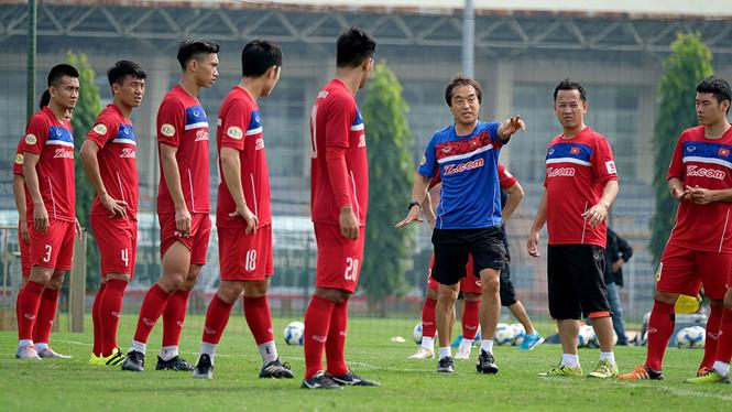 Cánh tay phải của thầy Park: Tôi gác tương lai ở K-League để đến Việt Nam - Bóng Đá