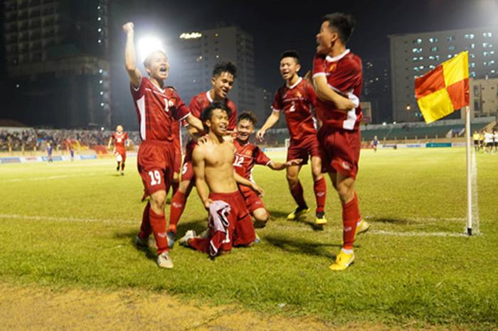 Báo châu Á: Không ai khác, cậu ấy chính là cầu thủ xuất sắc nhất của U19 Việt Nam (FOX) - Bóng Đá