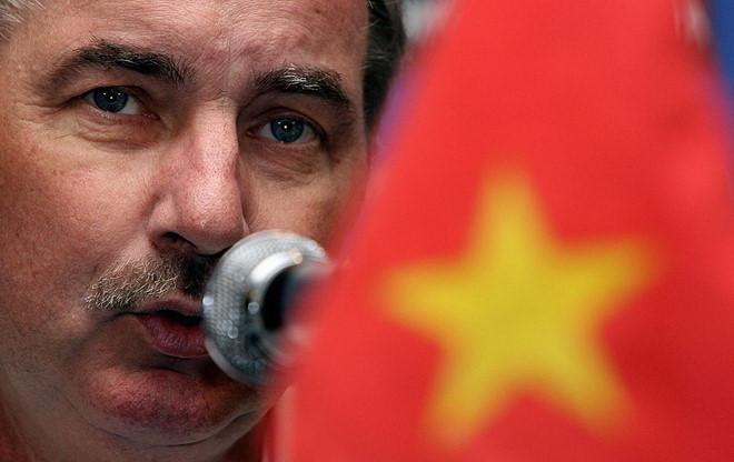 HLV Alfred Riedl chỉ ra rào cản khiến cầu thủ Việt Nam khó thành công ở nước ngoài - Bóng Đá