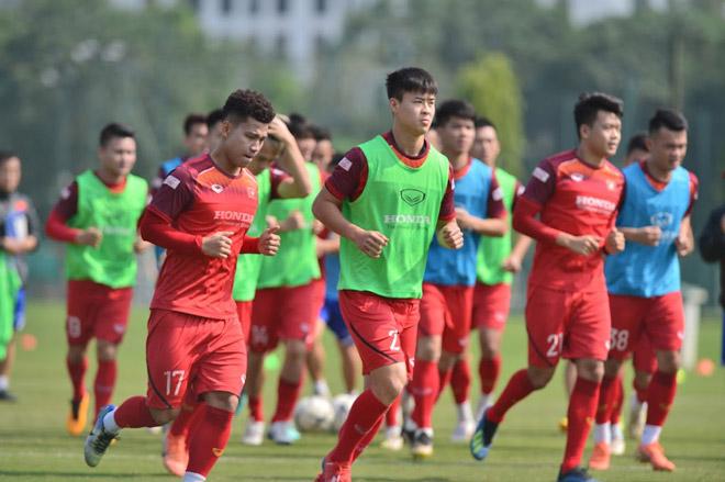 2 cái tên nào sẽ bị loại khỏi ĐT Việt Nam trận gặp UAE? - Bóng Đá