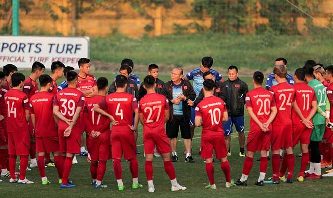 Rò rỉ 2 cái tên bị loại khỏi danh sách ĐT Việt Nam trận gặp UAE - Bóng Đá