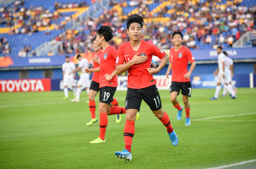 Sao U23 Việt Nam lọt top 8 cầu thủ xuất sắc nhất lượt 2 vòng bảng - Bóng Đá