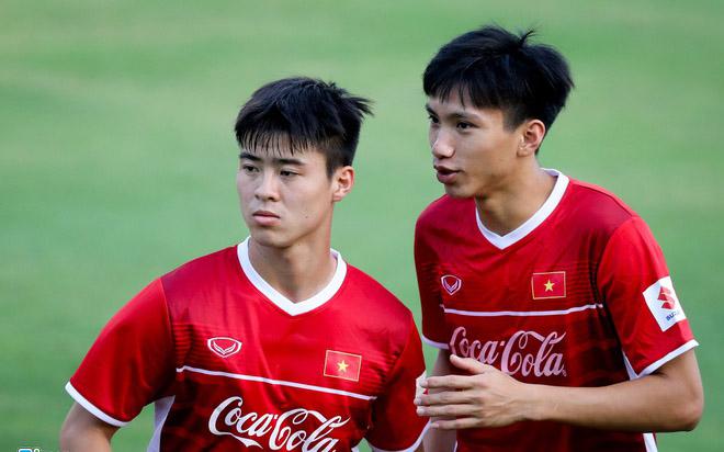 BLV Quang Huy chỉ ra 2 cái tên đủ sức thay thế Duy Mạnh và Văn Hậu - Bóng Đá