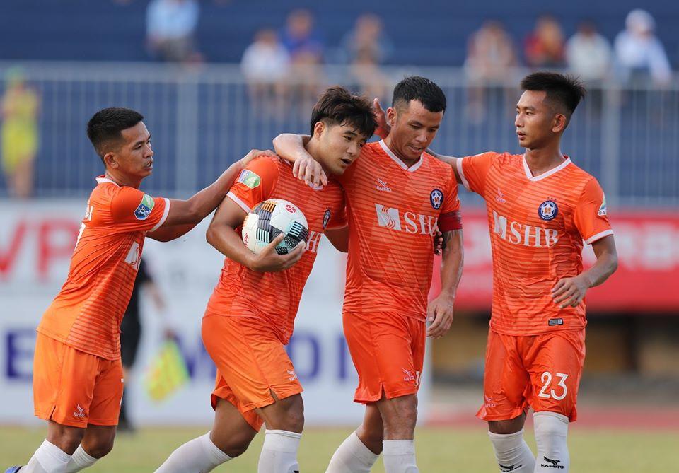 Phá lưới Huế, Hà Đức Chinh vẫn khiến HLV Huỳnh Đức