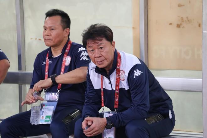 HLV Chung Hae-soung thận trọng nói về cặp song sát