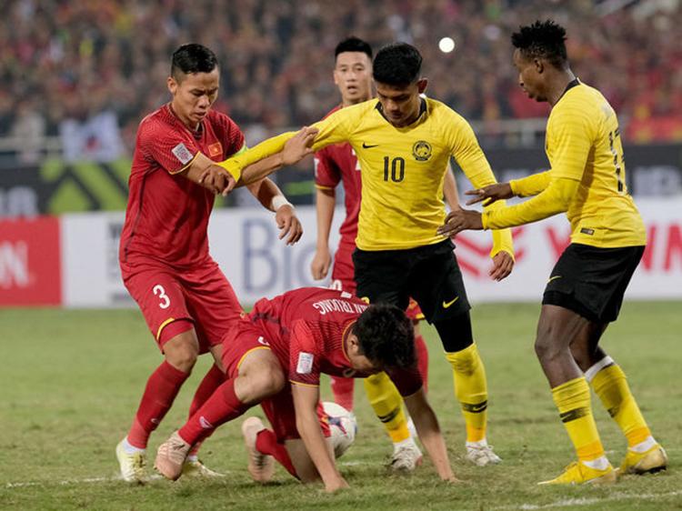 Truyền thông Malaysia: ĐT Việt Nam bất lợi nhiều nhất khi VL World Cup tạm hoãn - Bóng Đá