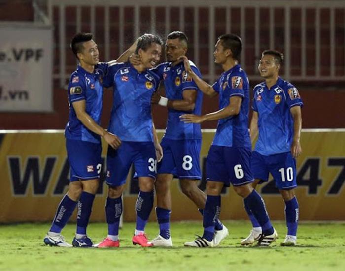 Giữa tâm dịch, CLB Quảng Nam vẫn tập luyện chờ V-League trở lại - Bóng Đá