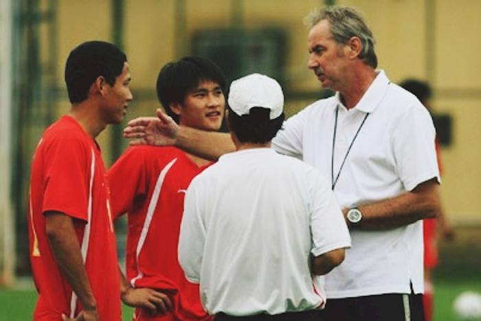 VFF và các danh thủ Việt Nam đau xót trước sự ra đi của HLV Alfred Riedl - Bóng Đá