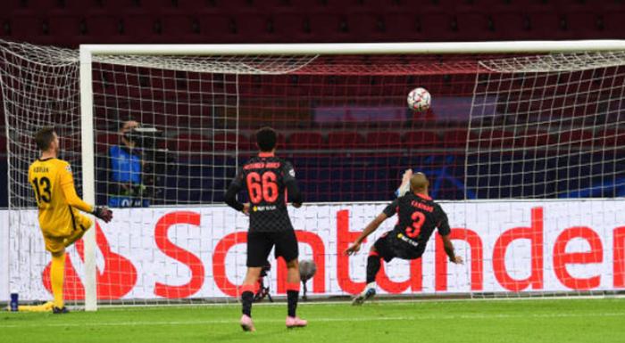 Fabinho cứu bóng trên vạch vôi, CĐV Liverpool thay nhau phát cuồng - Bóng Đá