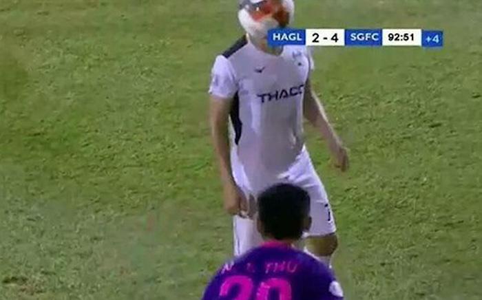 Ném bóng vào mặt Hồng Duy, cầu thủ Sài Gòn FC nhận án phạt từ VFF - Bóng Đá