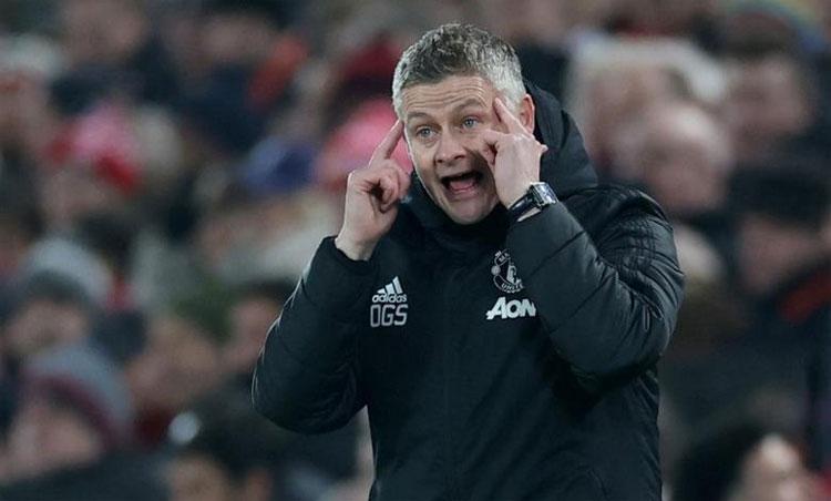 Solskjaer biện minh việc hàng thủ Man Utd để Demba Ba thoải mái ghi bàn - Bóng Đá
