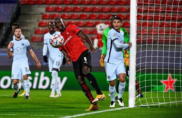 Giroud nổ súng phút bù giờ, Chelsea nín thở có 3 điểm trước Rennes - Bóng Đá