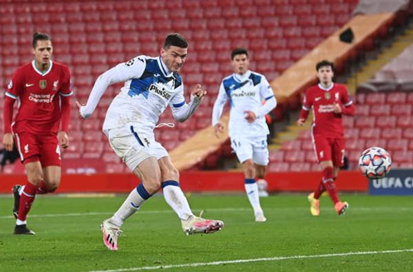 Thủng lưới 2 bàn trong 4 phút, Liverpool bất ngờ ngã ngựa trước Atalanta tại Anfield - Bóng Đá