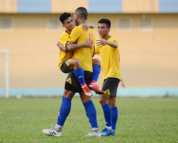 Cựu sao U23 Việt Nam ghi bàn, CLB TP.HCM lội ngược dòng trước DNH Nam Định - Bóng Đá
