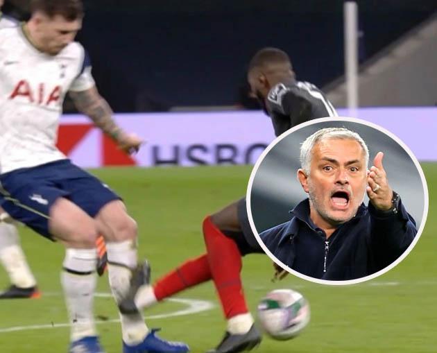 Hojbjerg đổ máu trên sân, Mourinho gửi thông điệp đến cầu thủ Brentford - Bóng Đá
